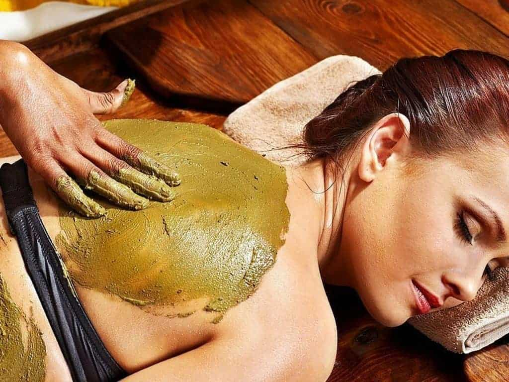 massage-treatment-room-mud