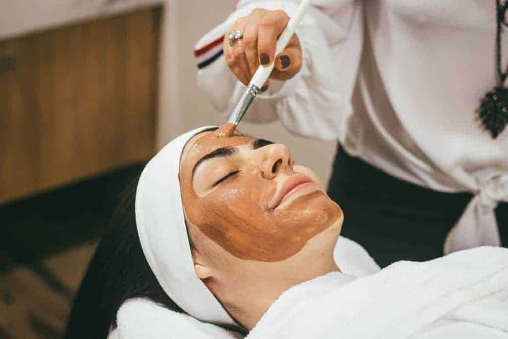 beauty-room-rent-facial-treatment1